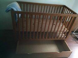 Ensemble lit pour bébé +table à langer + étagère murale