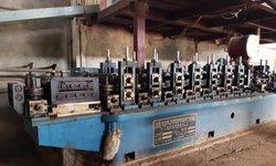 Machine de fabrication de tubes ronds