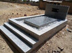 Confection de tombes en granite