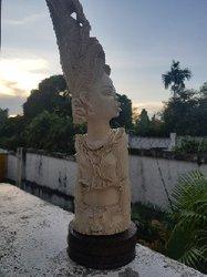 Statue en ivoire pure