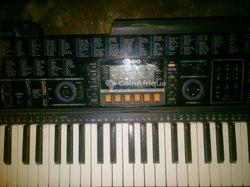 Piano Casio CLK611