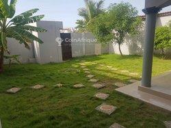 Location villa 4 pièces  - Baguida