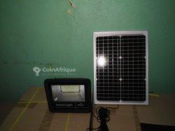 Panneaux et lampes solaires authentiques