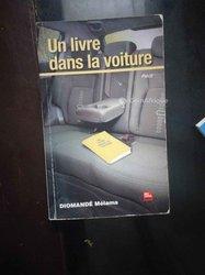 Livre - Un livre dans la voiture