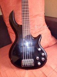Guitare basse 5 cordes