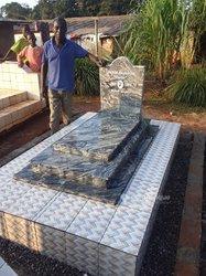 Confection de pierre tombale en granite et céramique