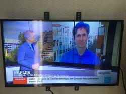 TV écran plat Samsung Smart casse - 32pouces