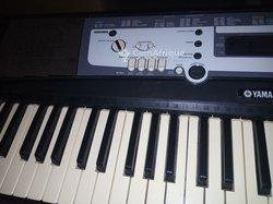 Piano Yamaha Psr 213