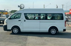Location Toyota Hiace 12 places avec chauffeur