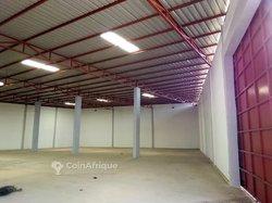 Location entrepôt 900 m2 - Lomé
