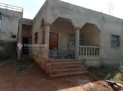 Villa inachevée sur demi Lot -Avedji, Lomé