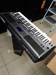 Piano PSR-S670