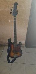 Guitare basse - Disque dur - Réfrigérateur Nasco