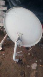 Techniciens d'antenne parabolique   / panneaux solaires / électricité de bâtiments