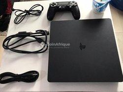 PlayStation 4 slim craqué