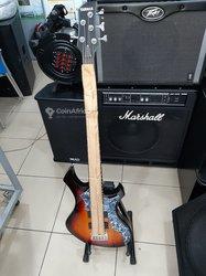 Guitare basse Yamaha-  5 cordes professionnelle