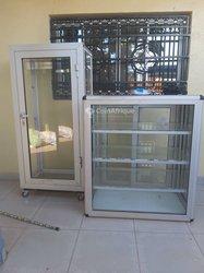 Comptoir et armoire en aluminium