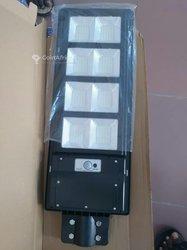 Lampadaires solaires à commande rechargeable automatique