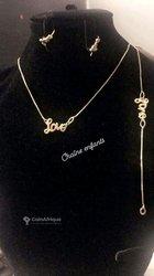 Ensemble chaine + boucles d'oreilles + bracelet
