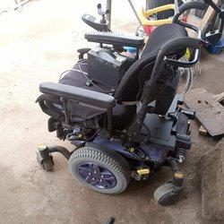 Chaises roulantes électronique et chargeable