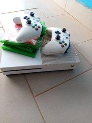 Xbox One S - 4 jeux