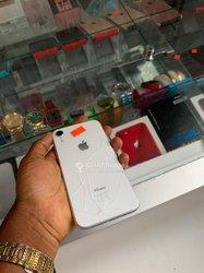 iPhone XR - 64 gigas