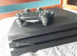 PS4 Pro  - 1 manette