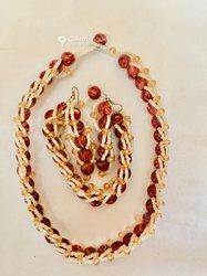 Collier - bracelet - boucles d'oreilles en perles
