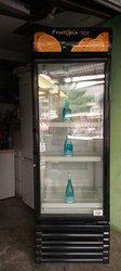 Grand réfrigérateur vitré