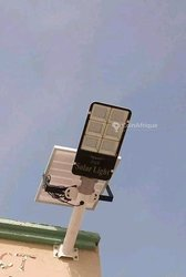Lampadaire solaire 200watts - projecteur 300watts