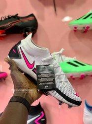 Crampons Nike Phantom