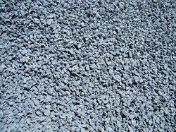 Ciment - gravier concassé - sable - fer - tôle