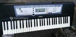Piano PSR E 203