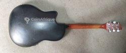 Guitare semi-électrique