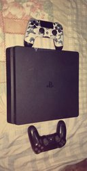Console PlayStation 4 Slim 1 Tera - 4 CD - 2 manettes