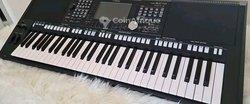 Piano Yamaha PSR S975