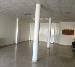 Location Showroom 150 m² - Yoff