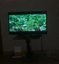 Télévision - décodeur - antenne - table