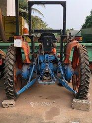 Machine agricole avec semoir