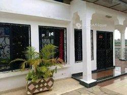 Vente Villa 5 Pièces - Awai escalier Yaoundé