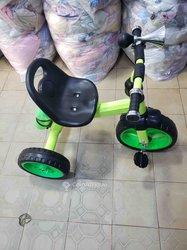 Tricycle vélo de bébé