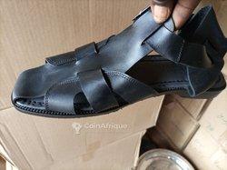 Nus pieds en cuir