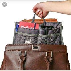 Organisateur de sac à main bleu et vert
