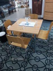 Table à manger VIP + 4 chaises