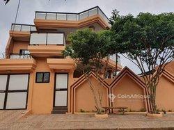 Vente Villa R+1 - Calavi