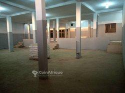 Location Dépôt 300 m² - Guediawaye