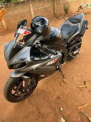 Moto Yamaha R1 1000