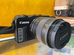 Canon EOS M + objectif  18-55mm
