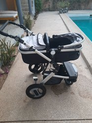 Poussette avec landeau et siège bébé voiture