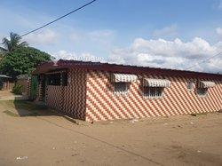 Location bureaux de 4 pièces  à Yopougon